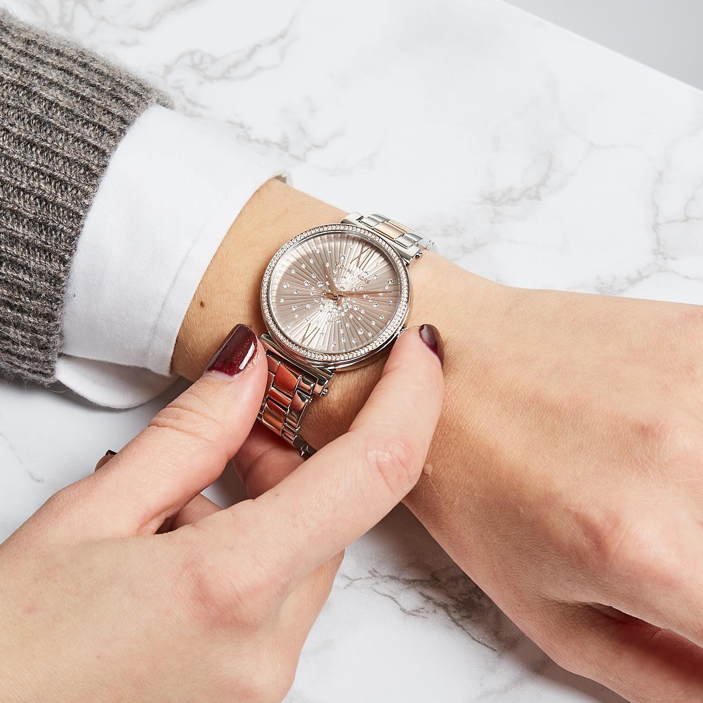hodinky-nepostradatelny-doplnek-ktere-trendy-vladnou-roku-2019-22
